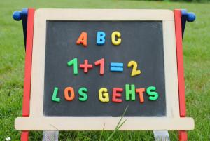 Wichtige Schritte in einem Kinderleben: Sprechen- und auch Lesenlernen
