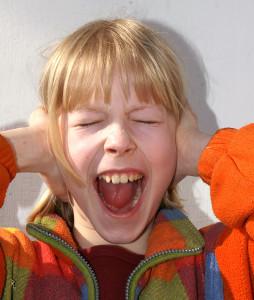 Das Hören muss gelernt werden, laute Geräusche können das Gehör schädigen...
