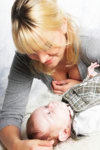 Zu Kommunizieren bedeutet sich mit dem Baby intensiv beschäftigen...